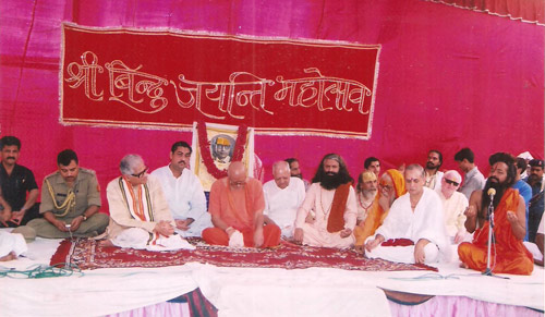 Indische Politiker interessiert an spirituellem Programm - ganz normal - 4 Mar 12