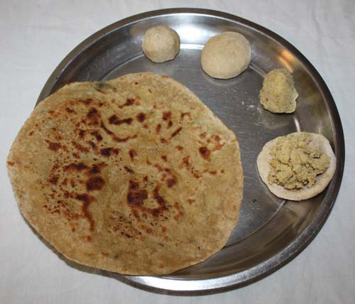Chane ki Dal ka Paratha Recipe - Indian flat bread stuffed with chickpeas - 4 Aug 12