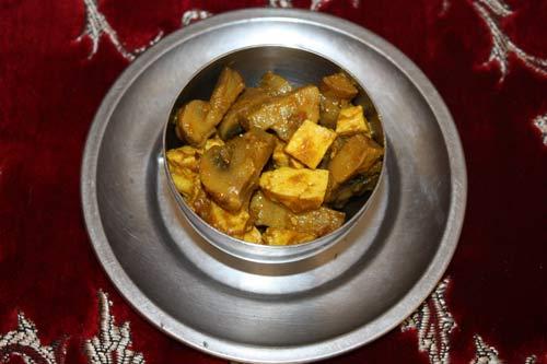Mushroom Paneer Recipe - Fresh Indian Cheese with Mushrooms - 20 Oct 12