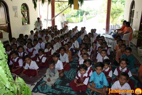 Der nächste Schritt wohltätiger Arbeit: Ausbau der Unterstützung für Kinder in örtlichen Schule - 25 Nov 12