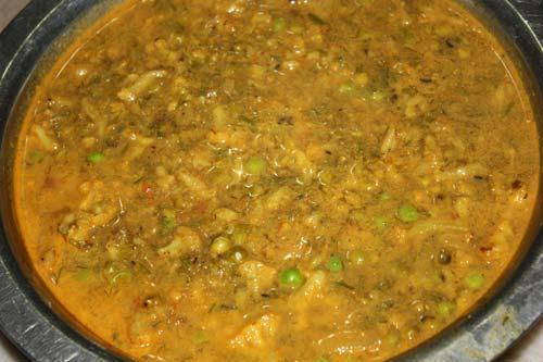 Aloo Gobi Matar Recipe - Potato-Cauliflower Dish with green Peas - 1 Dec 12