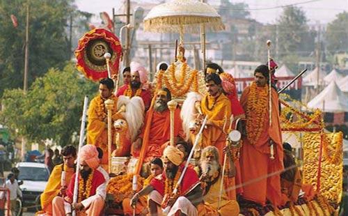 Showing off and making Money - Sadhus and Gurus on the Kumbh Mela - 24 Jan 13
