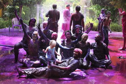 Geburtstagsfeier, Holi-Feier und eine Feier des Zusammenseins! – 27 März 13