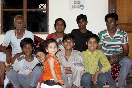 The Advantage of a Joint Family for the Indian Mother - 16 Apr 13