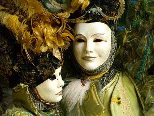 Verheiratete Paare verstecken ihre Probleme hinter einer Maske des Glücks - 6 Mai 13