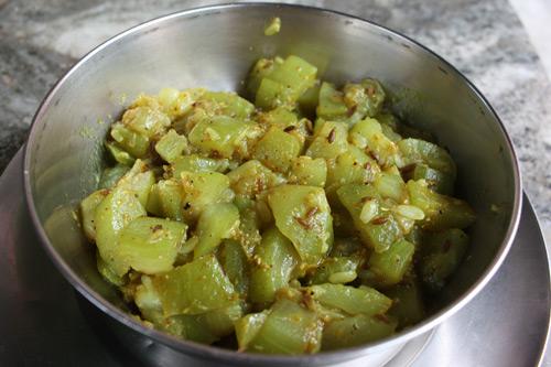 Lauki ki Sabzi - Light and easy Bottle Gourd Vegetable - 17 Aug 13