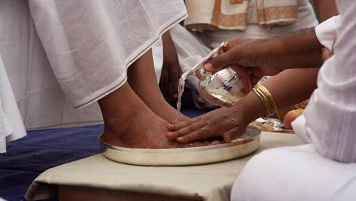 Das Dilemma der Anhänger: sie wissen, der Guru ist schuldig, aber sie können es nicht akzeptieren – 11 Sep 13