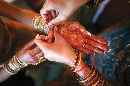 Indian Hospitality makes sure non-Indian Guests get the Chance to attend Indian Weddings – 25 Nov 13