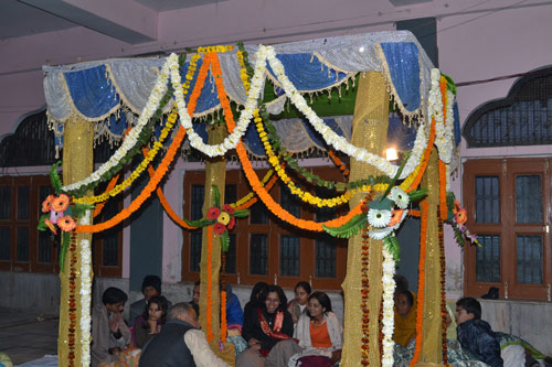 Die größte Frage auf einer indischen Hochzeit: heiraten sie einen Fremden? - 28 Nov 13