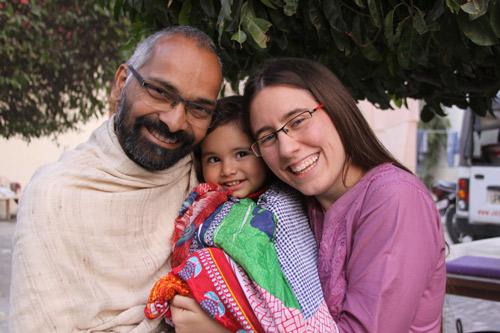 Eine westliche Mutter in Indien beobachtet die Gewalt indischer Eltern - 20 Feb 14