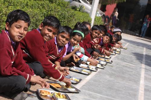 Der ärgerliche Ablauf der Schuleinschreibung in Privatschulen in Indien - 24 Mär 14