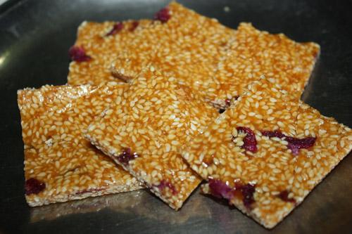 Til ki Gajak - Recipe for a quick and crunchy Sesame Dessert - 3 Jan 15