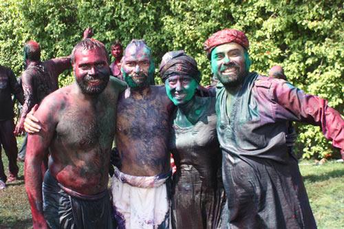 Holi im Ashram - verrückter aber sicherer Farbenspaß - 8 Mär 15