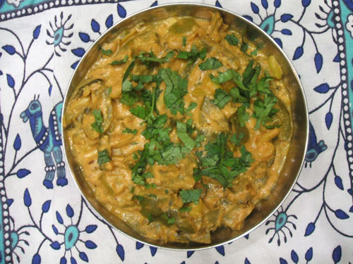 Sem Simla Mirch - Recipe for Flat Beans with Bell Pepper in Tomato Gravy - 4 Apr 15