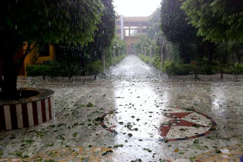 Schwerer Hagelsturm in Vrindavan – 5 Apr 15