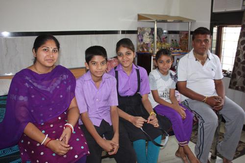 Flucht aus Pakistan, weil es gefährlich ist, Hindu zu sein - Unsere Schulkinder - 24 Apr 15