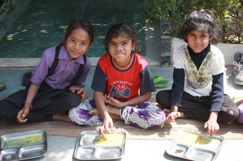 Indiens einträgliches Geschäft mit den Schulen: wenn Bildung zum Verkauf steht – 13 Mai 15