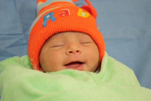 Esoterischer Unsinn behauptet Kaiserschnitte verhindern enge Verbindung zwischen Mutter und Kind – 12 Aug 15