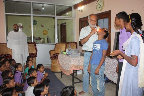 Narendra Nayak's Presentation at our School exposing popular Magic Tricks of Gurus – 13 Aug 15
