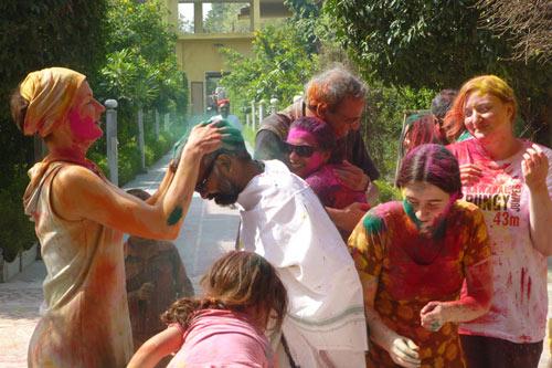 Holi 2016 – komm zum Farbenfest nach Indien! – 22 Okt 15