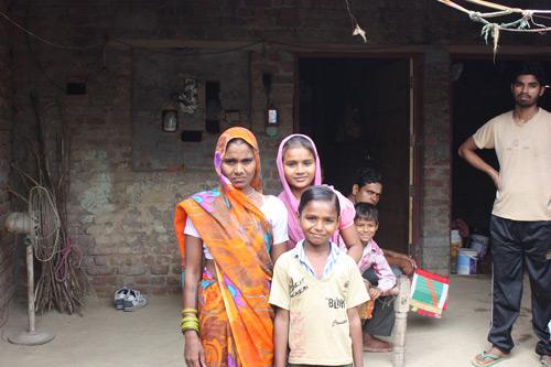 Zeugen Positiver Entwicklung beim erneuten Besuch von Kindern - Unsere Schulkinder - 6 Nov 15