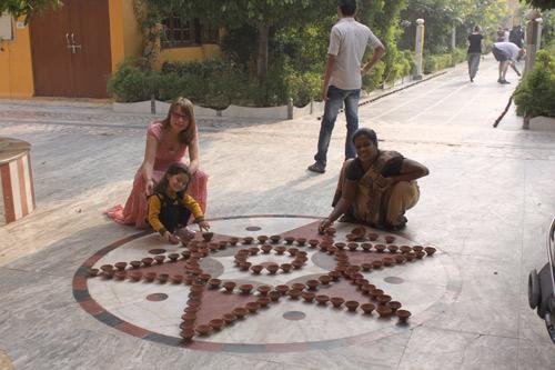 Diwali im Ashram mit Lichtern, Süßigkeiten, Freunden und jeder Menge Spaß! – 11 Nov 15
