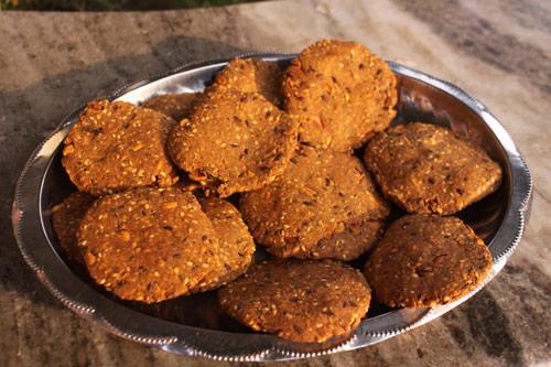 Rezept für gesunde Mathri mit gemischten Samen – 6 Feb 16