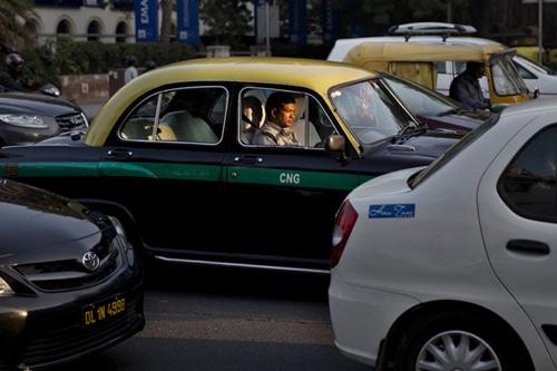 Hüte dich vor Betrügern beim Auswählen eines Taxis am Flughafen Delhi – 29 Feb 16