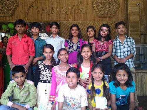 Abschiedsparty für unsere Fünftklässler in Ammaji's Ayurvedischem Restaurant – 26 Apr 16