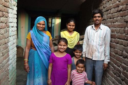 Vier Mädchen und zwei Jungs – und fünf von ihnen lernen bei uns! – Unsere Schulkinder – 29 Apr 16