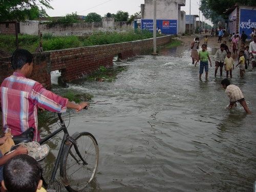 Floods in Vrindavan - 1978 and today - 22 Aug 08