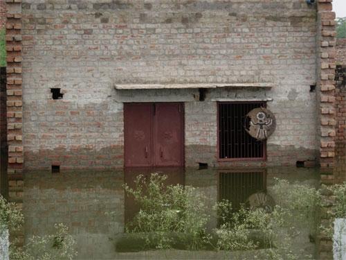 Help after the Flood in Vrindavan - 23 Aug 08