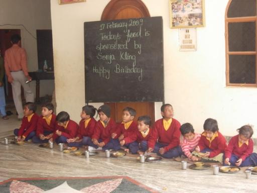 Spende Essen für einen Tag für die Kinder der Schule - 19 Feb 09