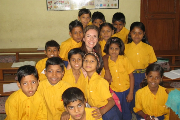 Eine Patin macht Bilder mit allen Kindern - 10 Apr 09