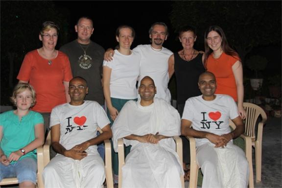 Freunde treffen im Ashram in Indien ein - 10 Okt 09