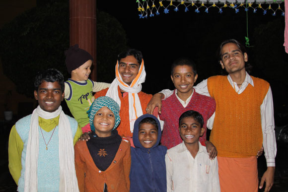 Enjoying Winter Time in the Ashram in India - 12 Nov 09
