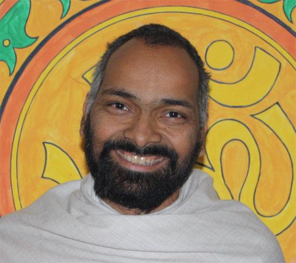 Fake Gurus Promising Enlightenment to their Followers - 29 Nov 09