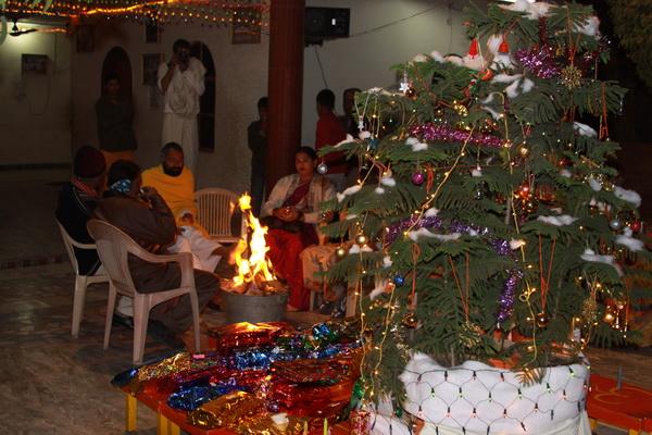 Fun at Christmas in the Ashram in India - 25 Dec 09