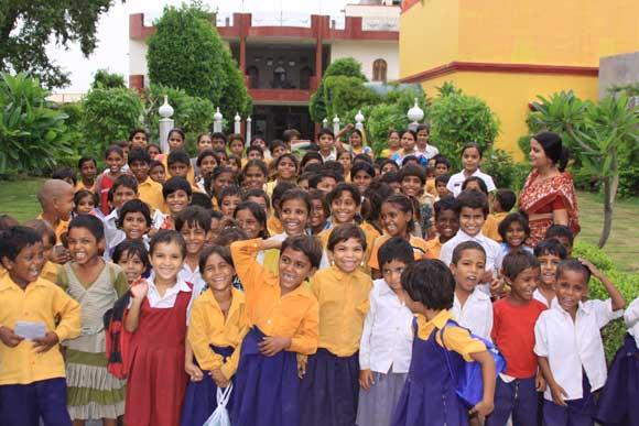 Einzige Schule, die Körperliche Bestrafung von Kindern Verbietet - 22 Aug 10