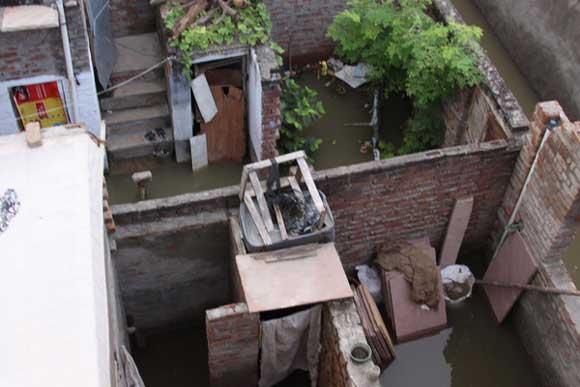 Help Flood Victims in Vrindavan - 30 Aug 10