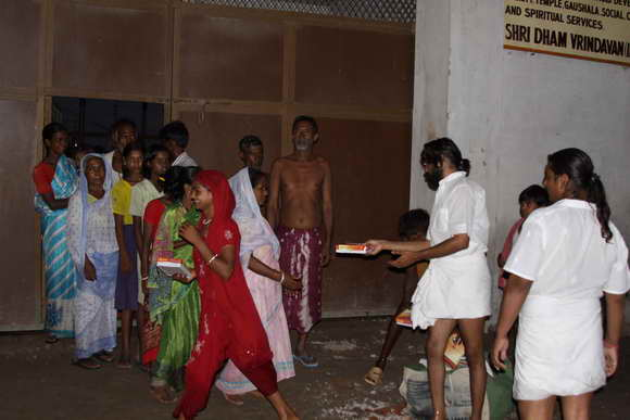 Celebrating Birthday by Feeding Flood Victims - 16 Sep 10