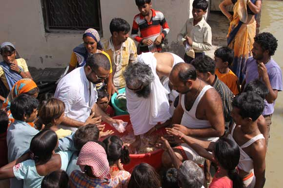Yamuna Flood in Vrindavan is Getting Worse - 27 Sep 10