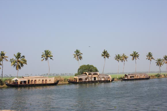 Experience of a Houseboat Trip in the Backwaters of Alleppey, Kerala – 24 Jan 11
