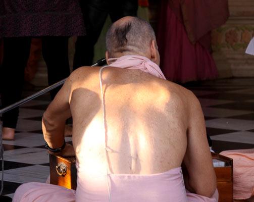 Westler unterstützten das Kastensystem wenn sie vorgeben, Hindus zu sein - 20 Sep 11