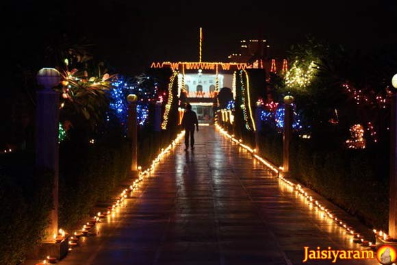 Wishes for a Happy Diwali filled with Love - 26 Oct 11
