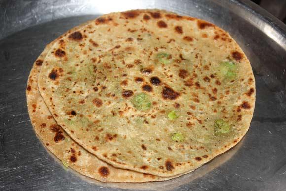 Matar Paratha Recipe - Indian Bread stuffed with Green Peas - 3 Dec 11