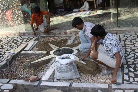 Warum Indien Arbeitskräfte einsetzt statt Maschinen - 7 Dez 11